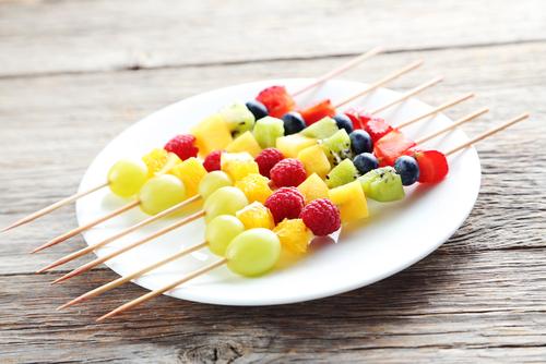 Healthy beach snacks fruit skewers